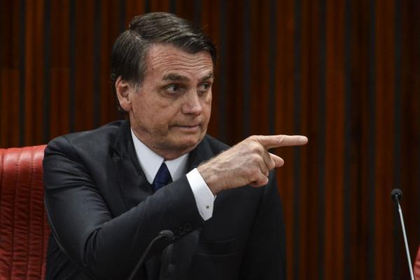 Lista de convidados de Bolsonaro vai de parentes a amigos de pescaria