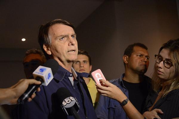 Bolsonaro diz lamentar ausência de PSOL e PT em cerimônia de posse