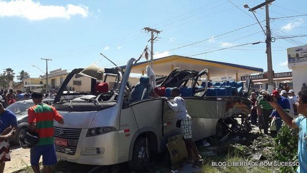 Acidente com carreta desgovernada deixa seis mortos e 26 feridos na Bahia