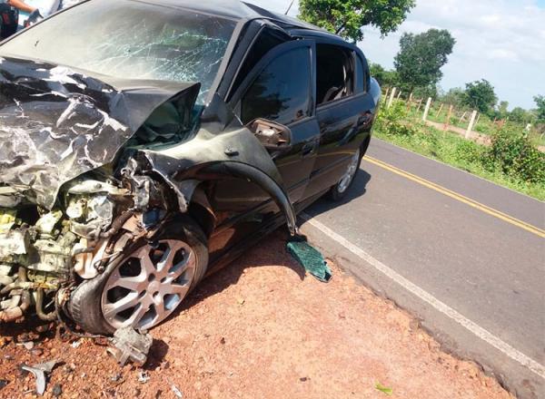 Grave acidente entre dois veículos deixa um morto e sete feridos