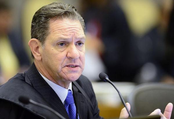 Topique: presidente do STJ mantém na prisão empresário acusado de fraudes