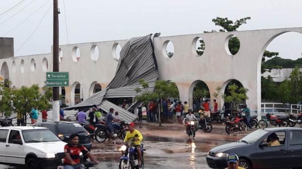 Chuva com vento forte causa danos na cidade de Esperantina