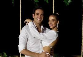Ex-jogador Kaká anuncia noivado com a modelo Carol Dias