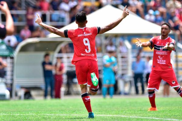 Com dois a menos, River vence e segue vivo na Copa São Paulo