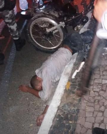 Tentativa de assalto: Bandido é baleado e comparsa é espancado pela população