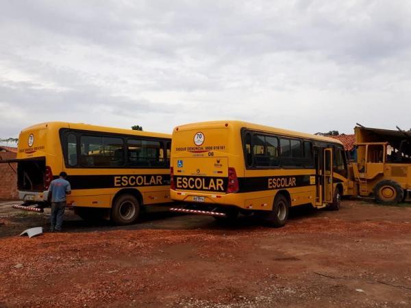 Prefeito Carlos Monte recupera frota de ônibus escolar da rede de ensino municipal