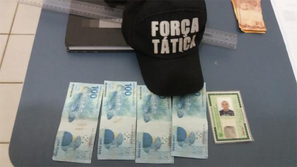 Homem é preso comprando roupas com notas falsas em Altos