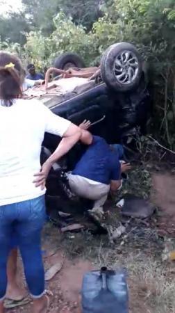 Colisão deixa quatro pessoas gravemente feridas na BR 135