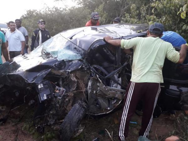 Casal e duas crianças ficam gravemente feridos em acidente na BR-135