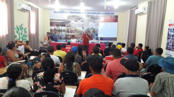 Permissionários assinam termo de concessão para ocupar Centro de artesanato de Barras