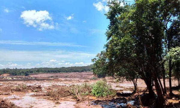 Rompimento de barragem em MG deixa 200 desaparecidos