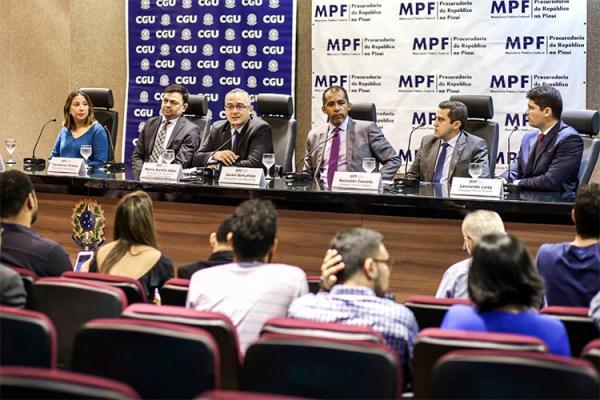 Topique: ex-deputado Paulo Martins e mais dois ex-prefeitos são denunciados pelo MPF