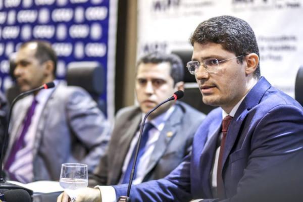 Procuradoria pede bloqueio de R$ 12 milhões e ressarcimentos de danos