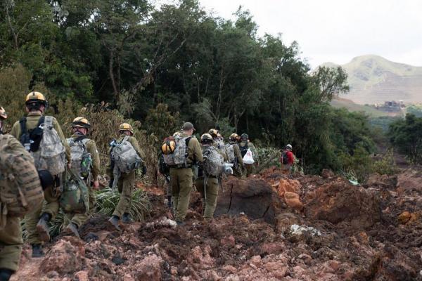 Sem encontrar sobreviventes, tropas de Israel encerram colaboração em Brumadinho