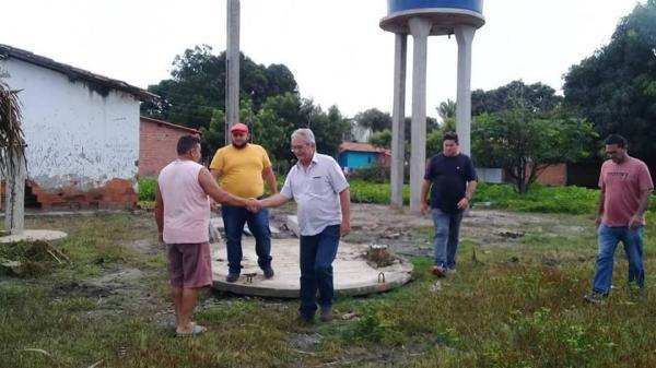 Prefeito Carlos Monte e equipe vistoriam sistemas de abastecimento de água na zona rural de Barras PI