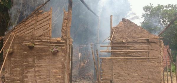 Homem ateia fogo em casa com esposa e filhos dentro