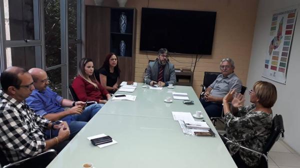 Secretário de Educação recebe o prefeito Carlos Monte, a gerente da 2ª GRE, Liliana Carcará e técnicos