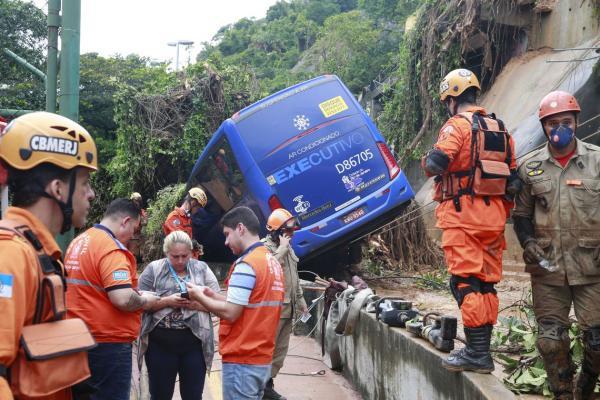 Sobe para seis o número de mortos durante temporal no Rio