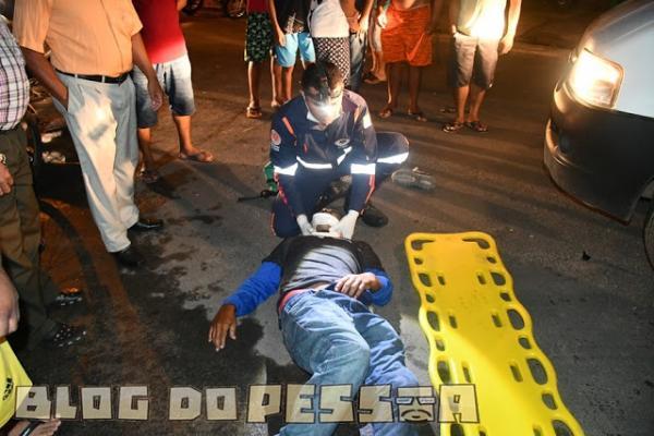 Colisão entre carro e moto deixa mulher em estado grave no litoral