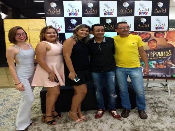 Elenco marca presença na estreia do filme Eita Piula 2 no Picos Plaza