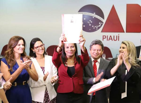Primeira advogada trans do Piauí pede: lutem por seus sonhos