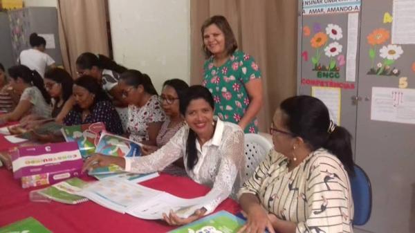 Professores da rede municipal em Barras escolhem os livros didáticos para 2019