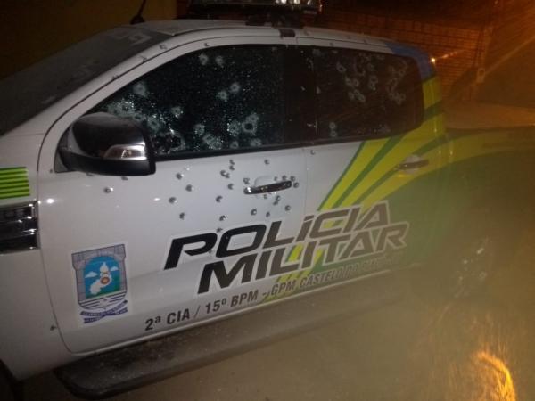 Bandidos armados metralham viaturas e explodem banco no Piauí
