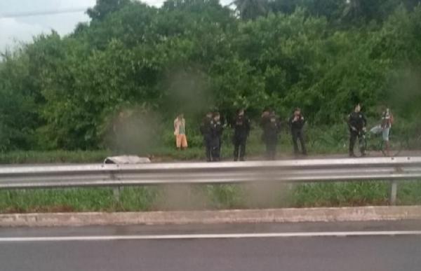 Homem é atingido por raio quando trafegava de moto em BR do Ceará