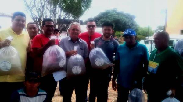 25 mil alevinos de Tambaqui são distribuídos aos piscicultores de Barras