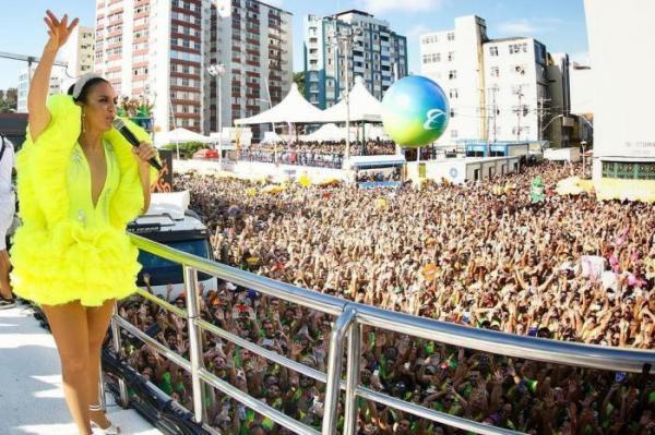 Ivete Sangalo reestreia no carnaval após gravidez