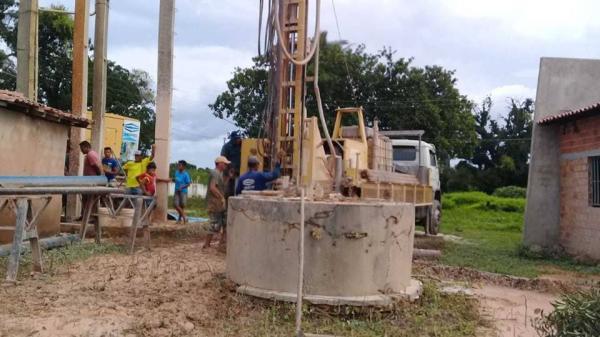 Povoados Barreiro e Barro Preto beneficiados com poços tubulares