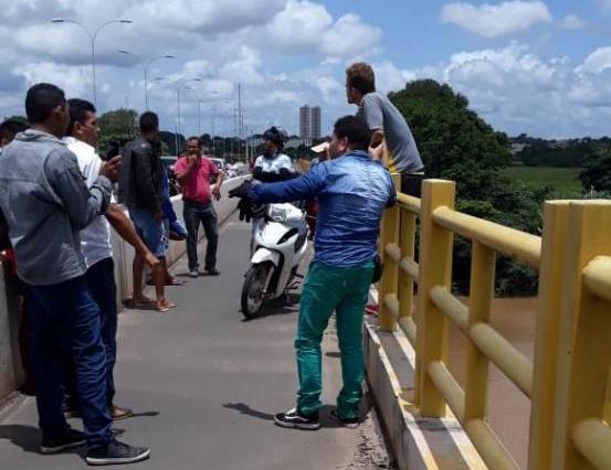 Jovem não aceita fim do relacionamento e ameaça se jogar de ponte no Piauí