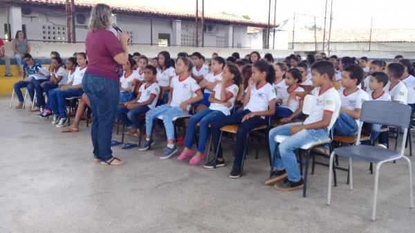 Evento em escola da rede municipal alerta para a importância da água
