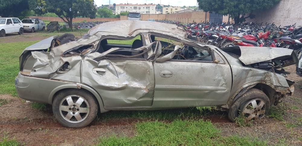 Motorista alcoolizado capota carro na BR-316 durante perseguição com PRF (Foto: Divulgação/ PFR)
