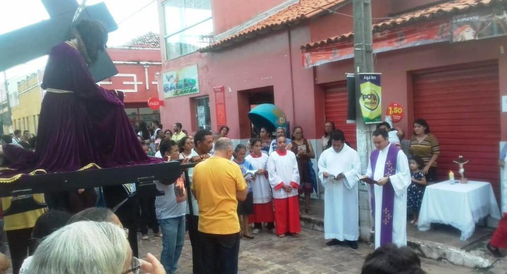 Procissão abre programação da Semana Santa em Barras
