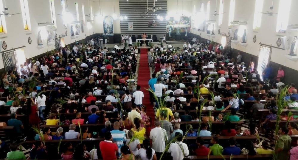 Procissão de Ramos reúne multidão de fiéis em Barras