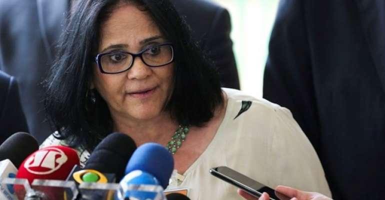 Ministra Damares Alves pede a Bolsonaro para deixar o governo