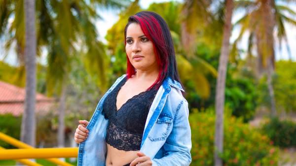Tira a roupa, novo clip da cantora Mel Silva